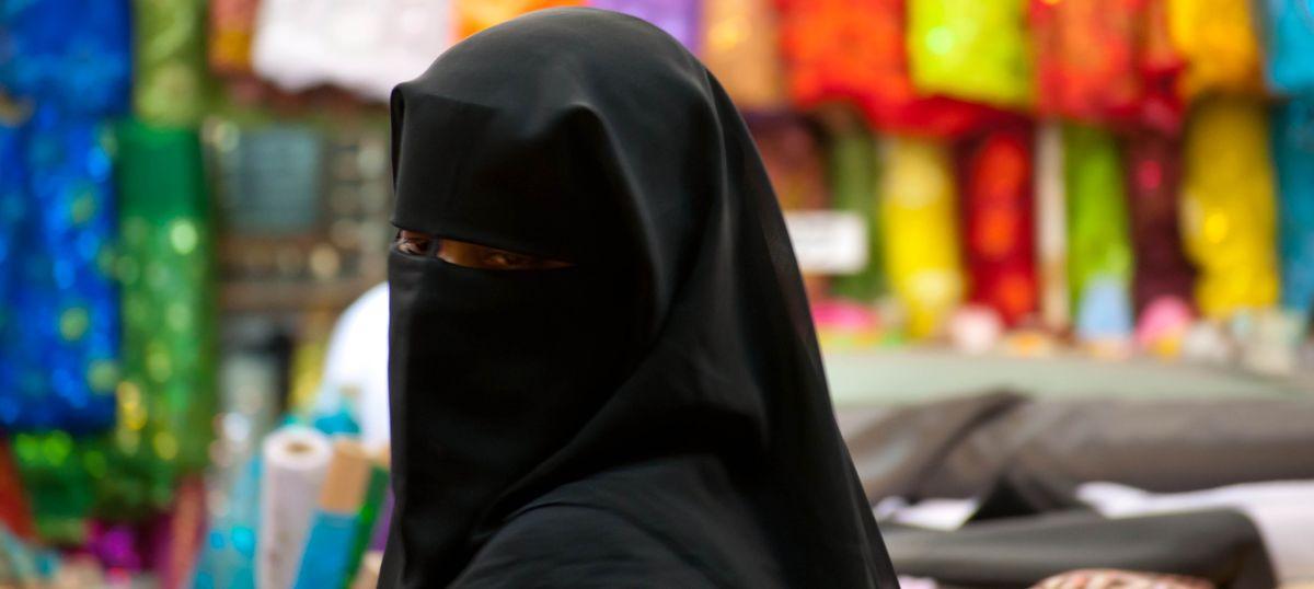 आतंकी संगठन आईएस द्वारा बुर्के पर प्रतिबंध की घोषणा सहित दिन के सबसे बड़े समाचार