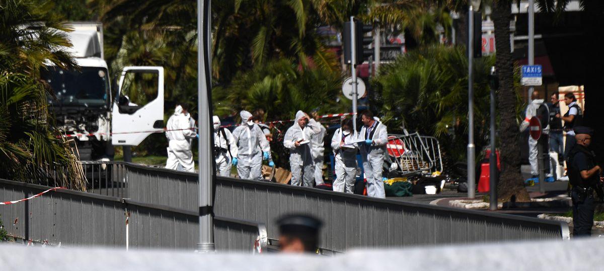 फ्रांस में आतंकी हमला, अब तक 84 की मौत, देश में आपातकाल तीन महीने और बढ़ाया गया