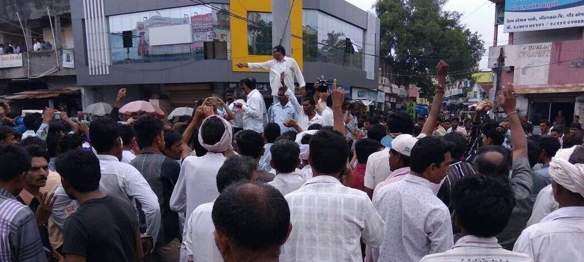 Protests all over Gujarat against attack on Dalit men who were skinning a cow, 16 attempt suicide