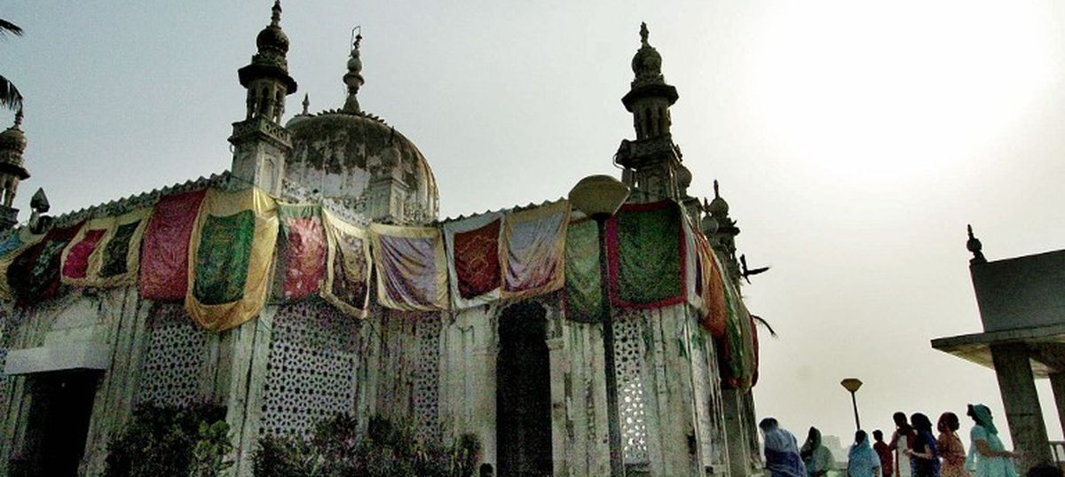The big news: HC allows women inside Haji Ali, but stays order for 6 weeks, and 9 other top stories