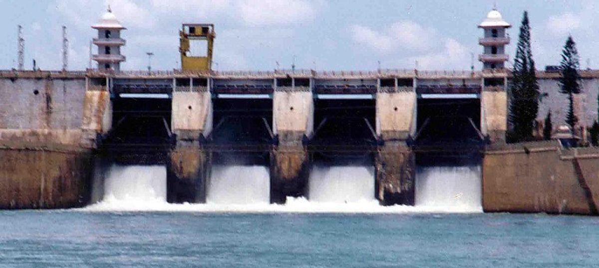 Cauvery row: Kumaraswamy invites Rajinikanth to check depleting Karnataka reservoirs