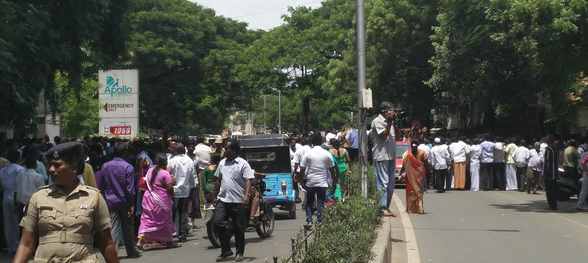 Tamil Nadu: Traffic in central Chennai comes to standstill after J Jayalalithaa is hospitalised