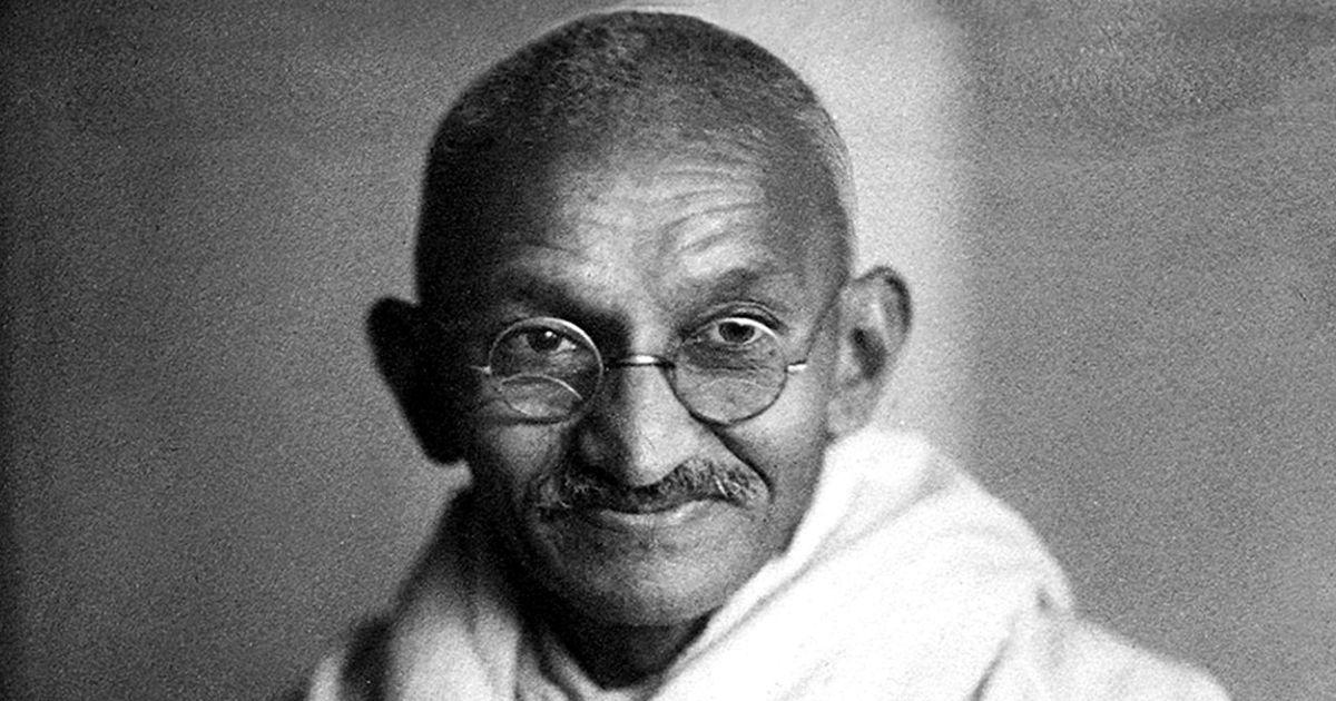 अपनी मृत्यु से पहले गांधी जी ने स्वतंत्रता आंदोलन को अहिंसक मानना छोड़ दिया था