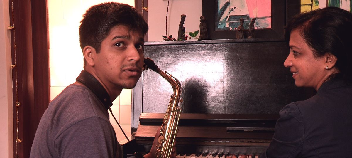 A director sets out to learn the saxophone and finds a doughty tribe of horn players in Mumbai
