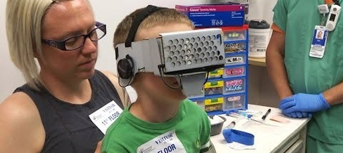 Video: A six-year-old overcomes the trauma of an injection thanks to a virtual reality distraction