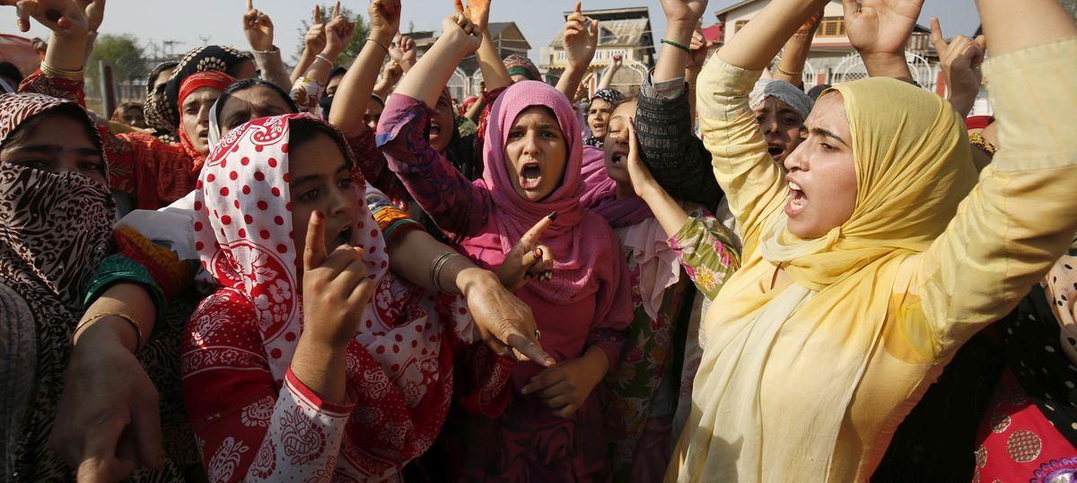 मोदी सरकार मानती है कि कश्मीर की स्थिति में सुधार की राह मस्जिदों और मीडिया से होकर जाती है