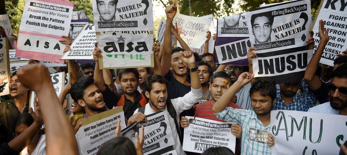 जेएनयू के छात्र नजीब की गुमशुदगी की जांच क्राइम ब्रांच को सौंपे जाने सहित दिन के सबसे बड़े समाचार