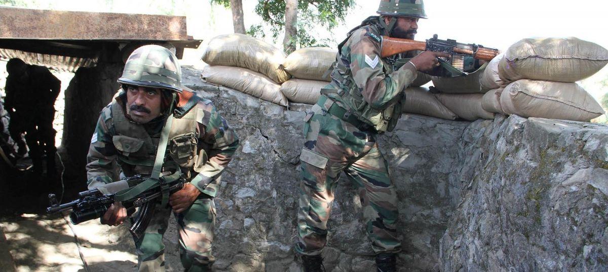 जम्मू-कश्मीर के शोपियां में सुरक्षा बलों से मुठभेड़ में एक आतंकी ढेर, एक जवान घायल