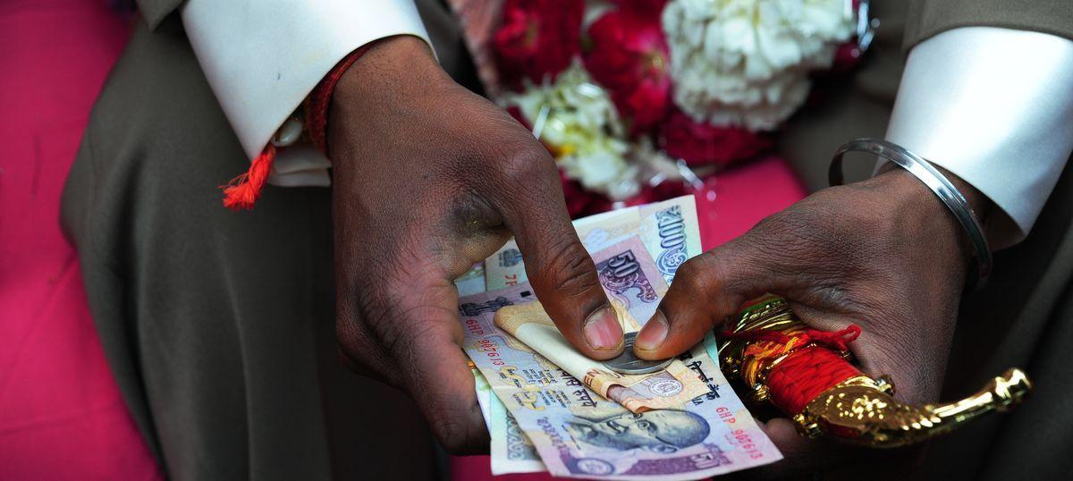 किसानों और शादी वाले परिवारों के लिए नकद निकासी की सीमा बढ़ाए जाने सहित आज के सबसे बड़े समाचार