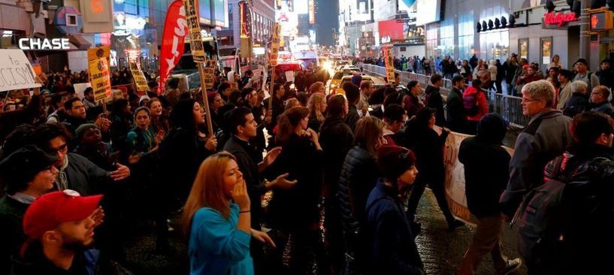 अमेरिका में ट्रंप के खिलाफ विरोध प्रदर्शन होने सहित आज के सबसे बड़े समाचार