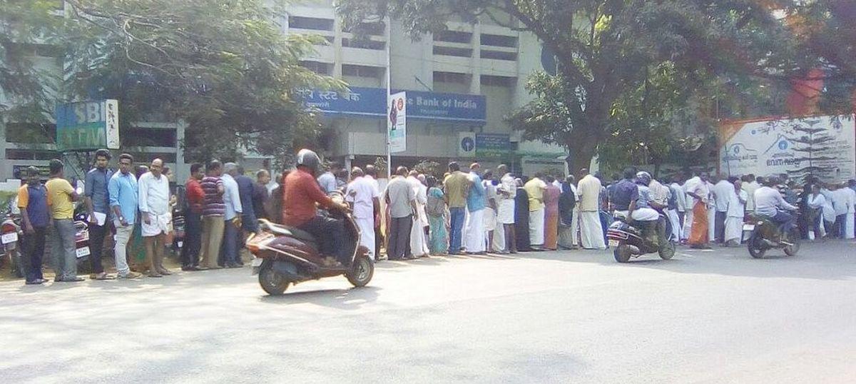 केरल में पुराने नोट बदलवाने के दौरान दो लोगों की मौत