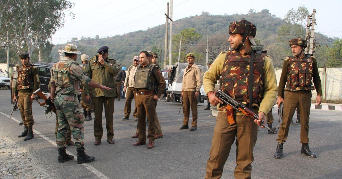 जम्मू-कश्मीर : पुलवामा पुलिस लाइन में आतंकी हमला, आठ जवान शहीद
