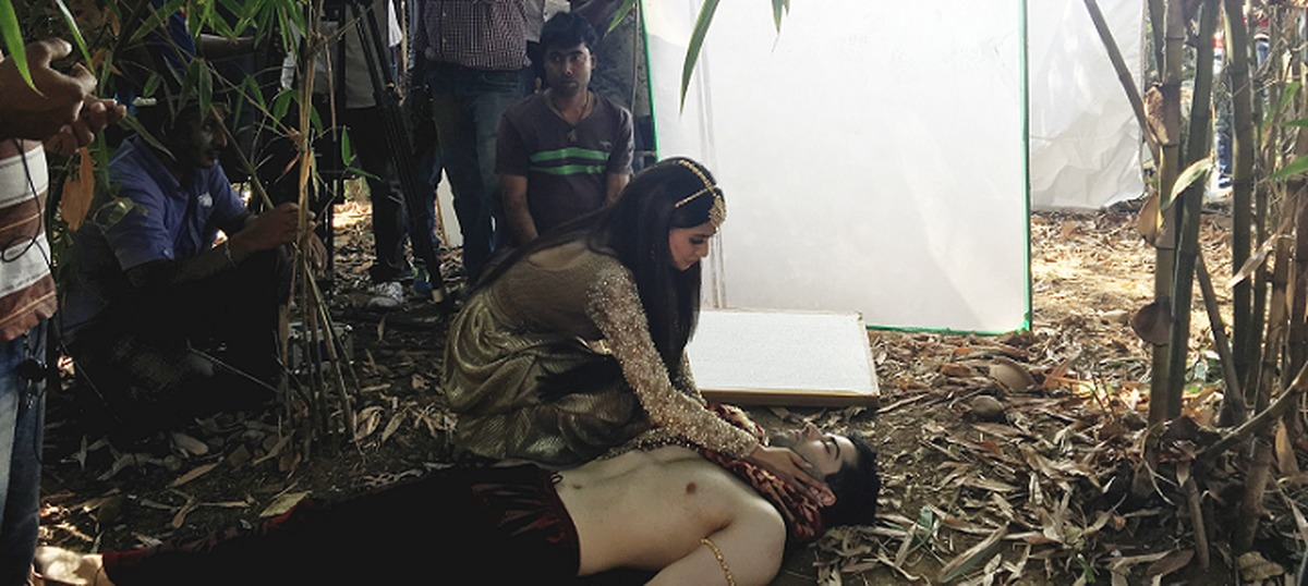 On the sets of 'Naagin 2', Mouni Roy, a few trees and imaginary snakes