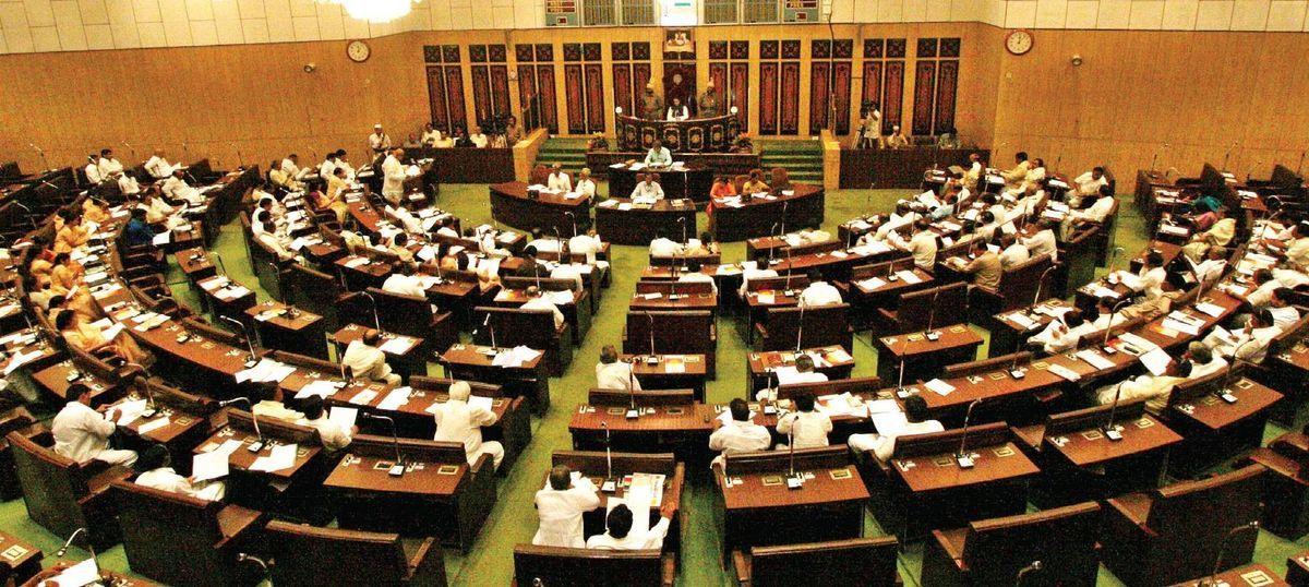 तेलंगाना कांग्रेस के पूर्व विधायक ने कहा- हम कोई भेड़-बकरी नहीं हैं जो हमें ख़रीद लिया जाए