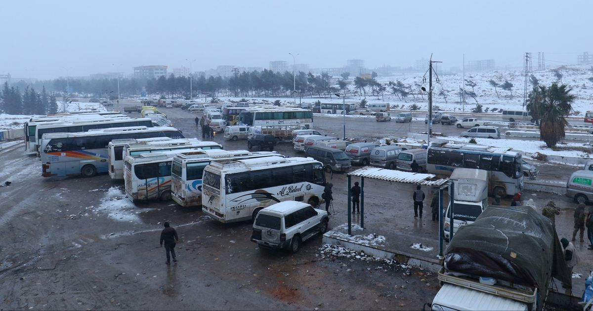 Syria: Evacuations resume after brief halt following fallout between rebels and government forces