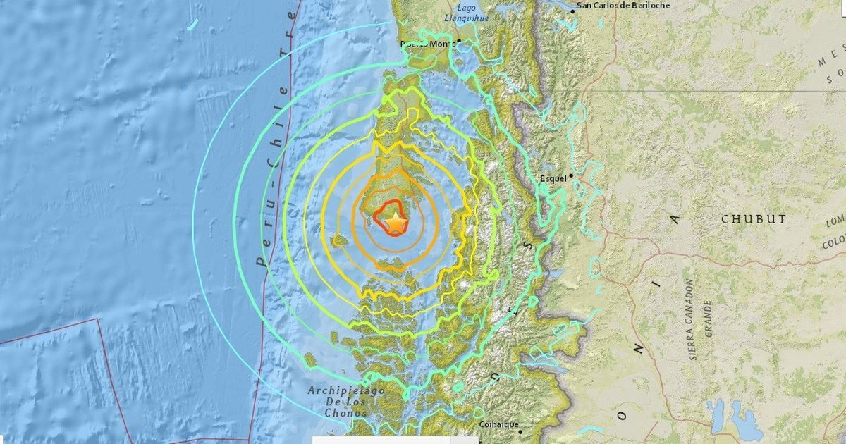 Tsunami alert after powerful quake off Chile class=