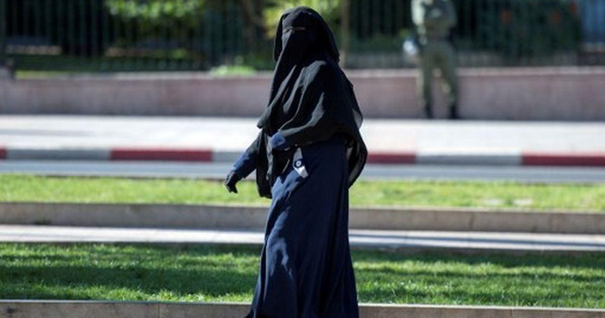 Austria's burqa ban comes into force