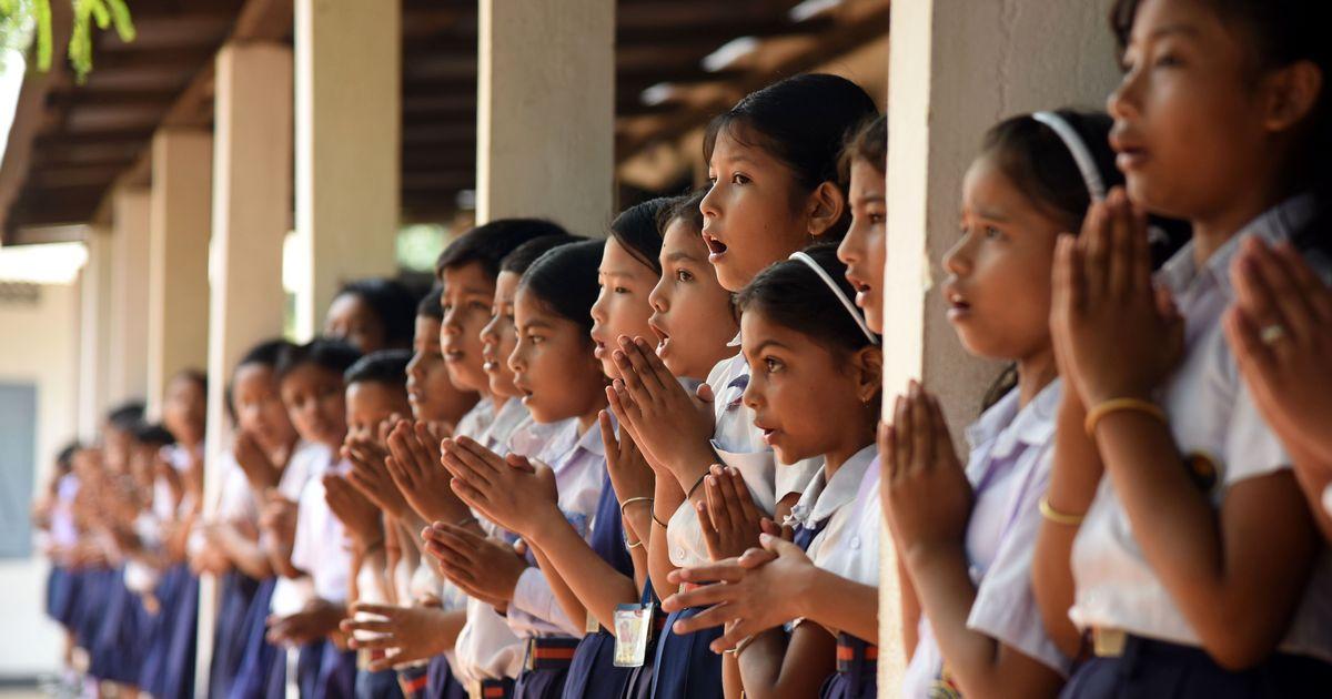 कैसे शिक्षा का अधिकार देने वाली सरकार इसकी जिम्मेदारी से बचती हुई दिख रही है