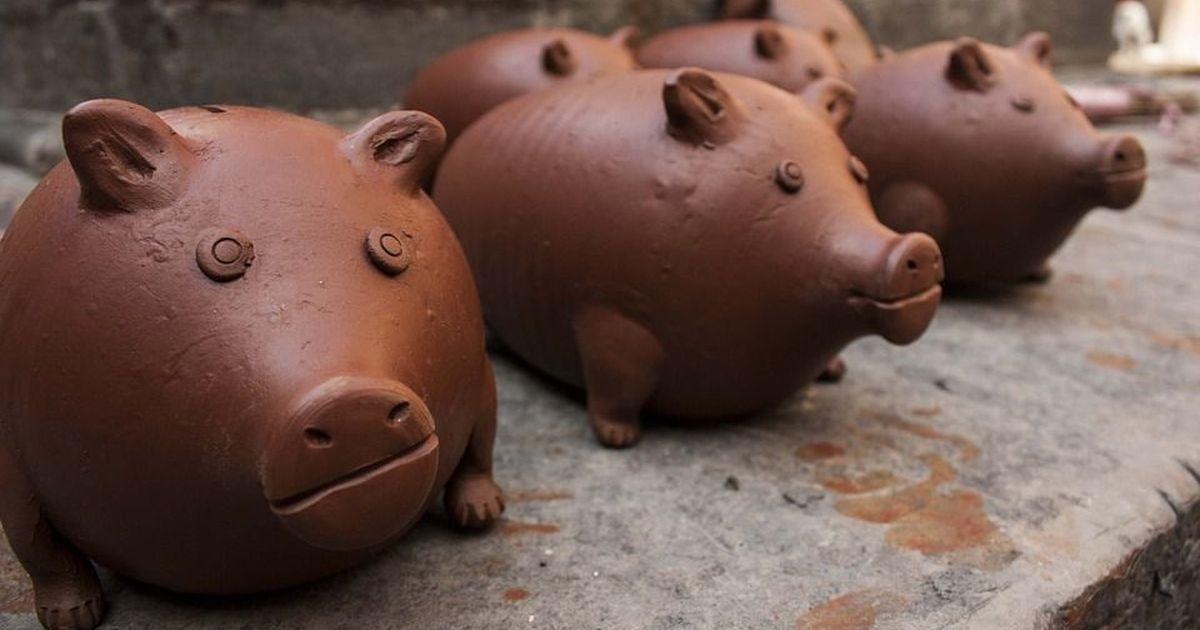 बचत की आदत शुरू करवाने वाला 'पिगी बैंक' आखिर आया कहां से?