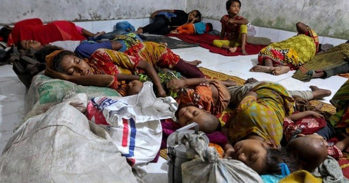 Lakhs lie in Cyclone Mora's path as it makes landfall today, Bangladesh puts out highest warning