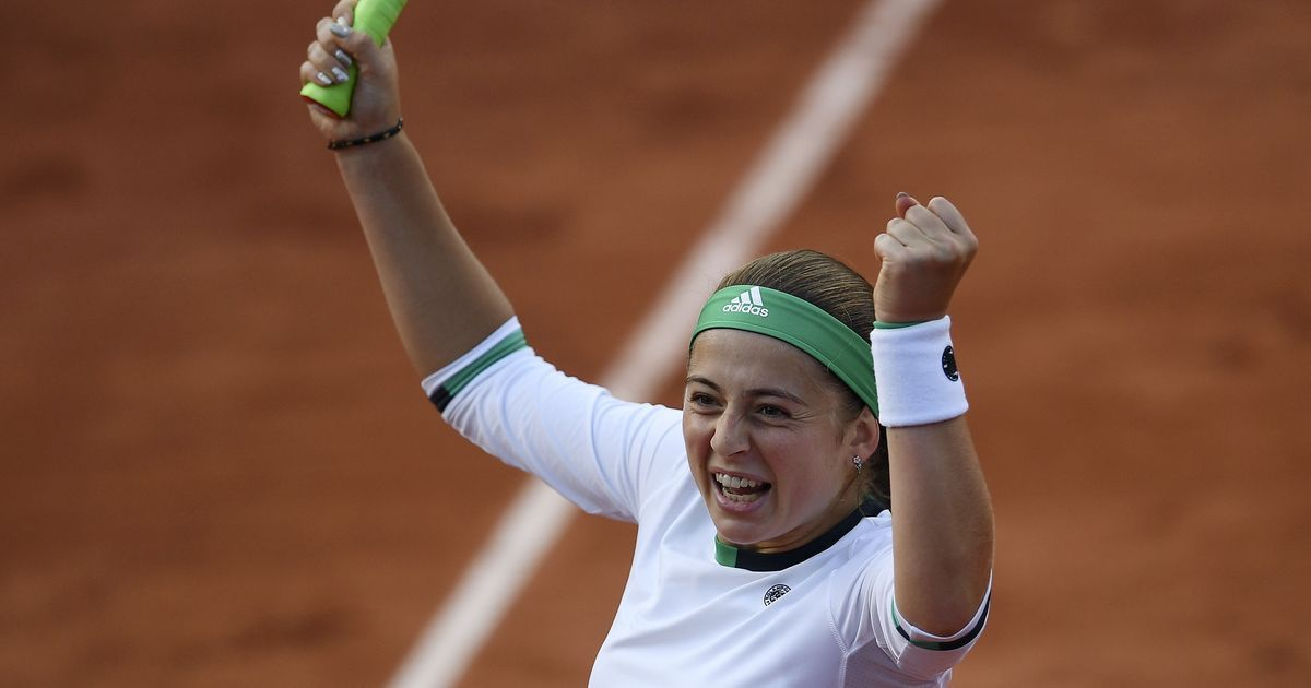 Unseeded Latvian teen knocks out Wozniacki on rain-hit day