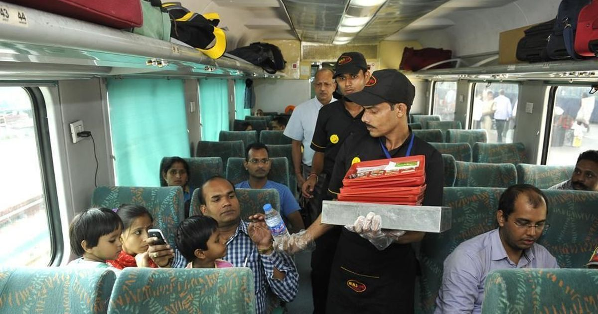 यात्रियों की शिकायत के बाद खाने-पीने की गुणवत्ता सुधारने के लिए रेलवे का कॉम्बो मील