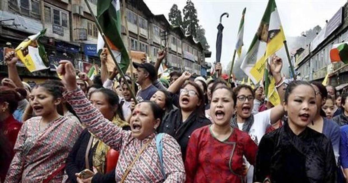 क्यों दार्जिलिंग में लगी इस आग के पीछे पश्चिम बंगाल की भाषाई राजनीति की बड़ी भूमिका है