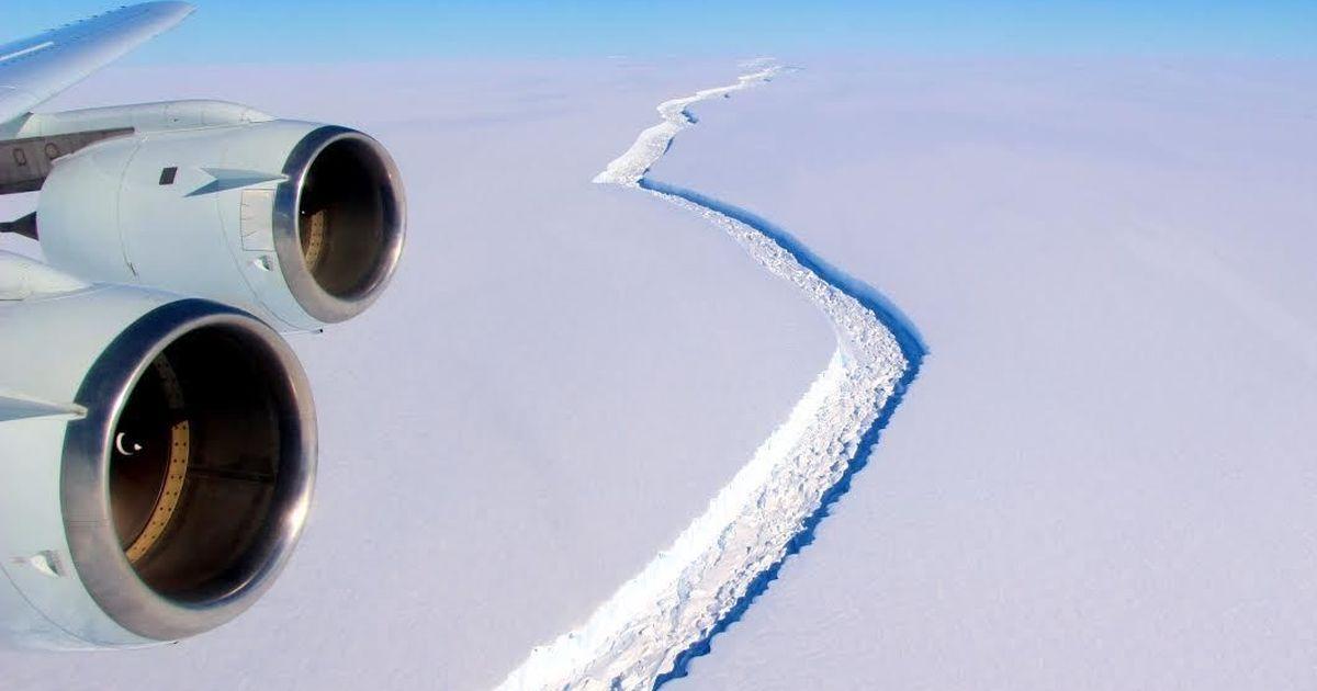 Antarctica: Giant iceberg splits from Larsen C shelf, now adrift in Weddell Sea