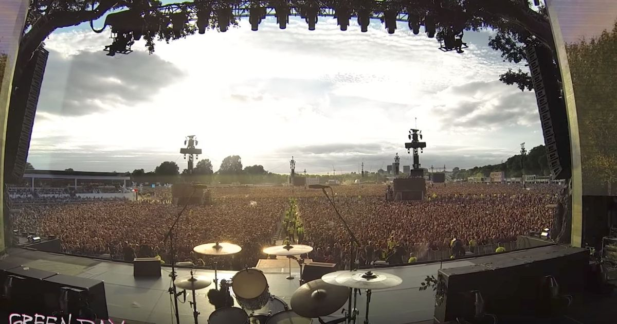 Watch: A crowd of 65,000 sings 'Bohemian Rhapsody' perfectly while waiting for a Green Day concert