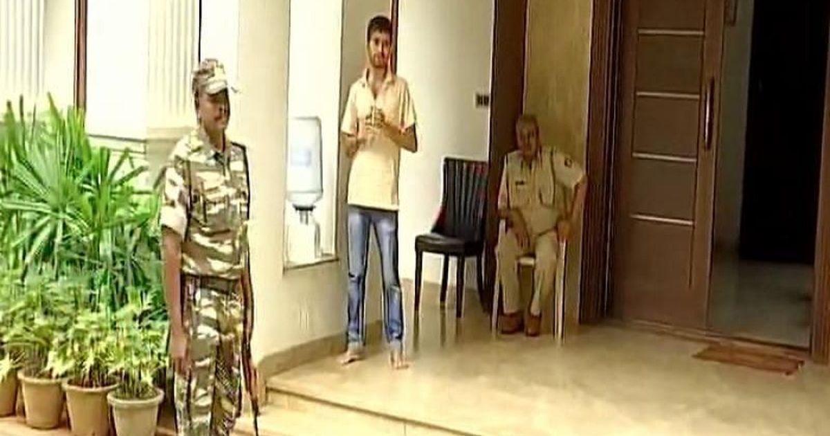 इन दिनों गुजरात के कांग्रेस विधायकों का ठिकाना बने बेंगलुरू के रिजॉर्ट पर आयकर विभाग का छापा