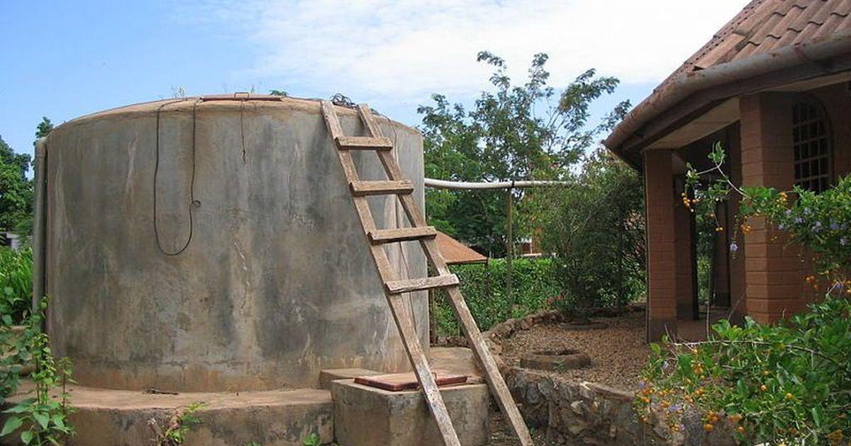 पानी की कमी से जूझ रहे पहाड़ी किसानों को रूफ वाटर हार्वेस्टिंग नई उम्मीद दे सकती है