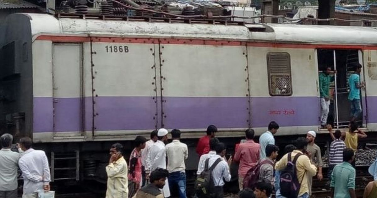 Harbour Line train gets derailed near Mahim, affects traffic