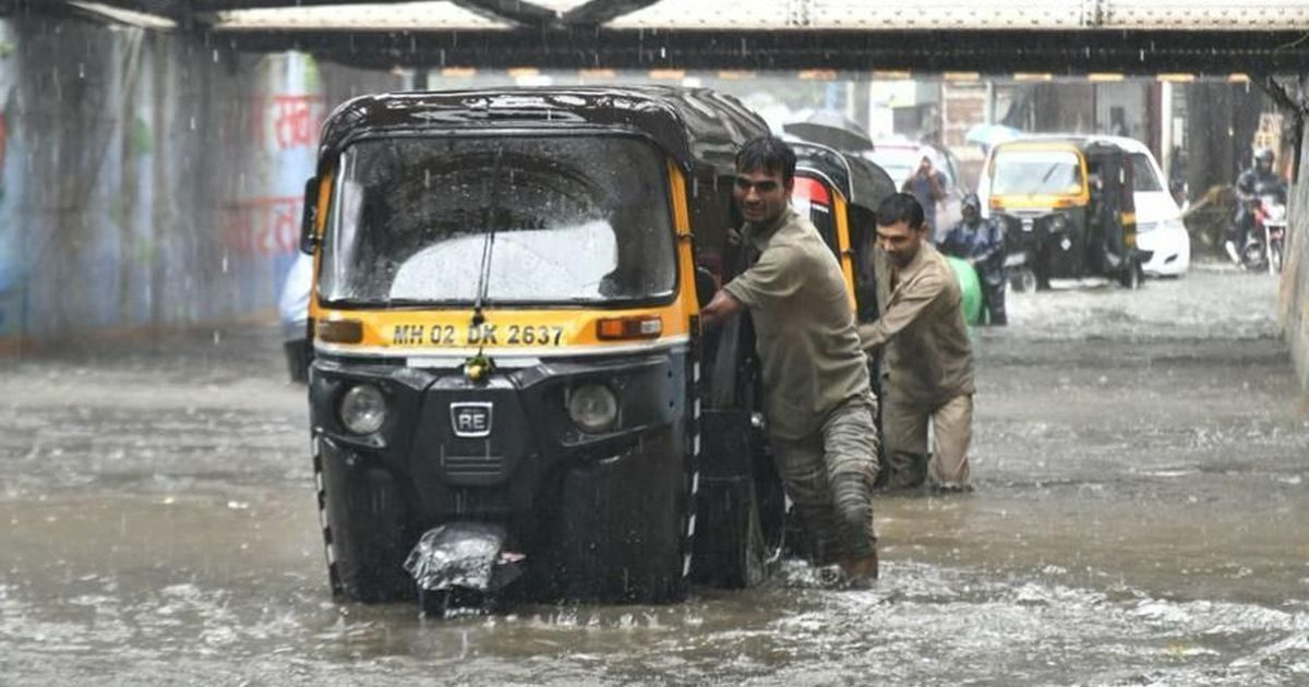 Heavy rain brings floods, traffic snarls to India's financial capital