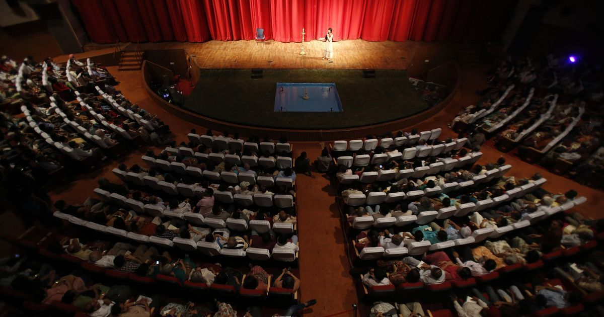 Images of a DRAMA AUDITORIUM with audience filled in India க்கான பட முடிவு
