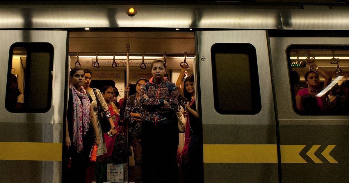 Delhi Metro train runs with open door between two stations