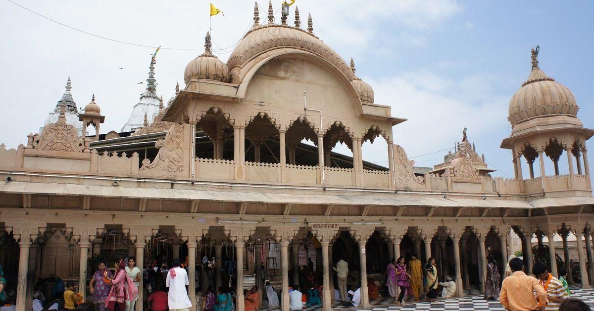 उत्तर प्रदेश : बरसाना के राधारानी मंदिर परिसर में 50 साल की महिला से सामूहिक बलात्कार