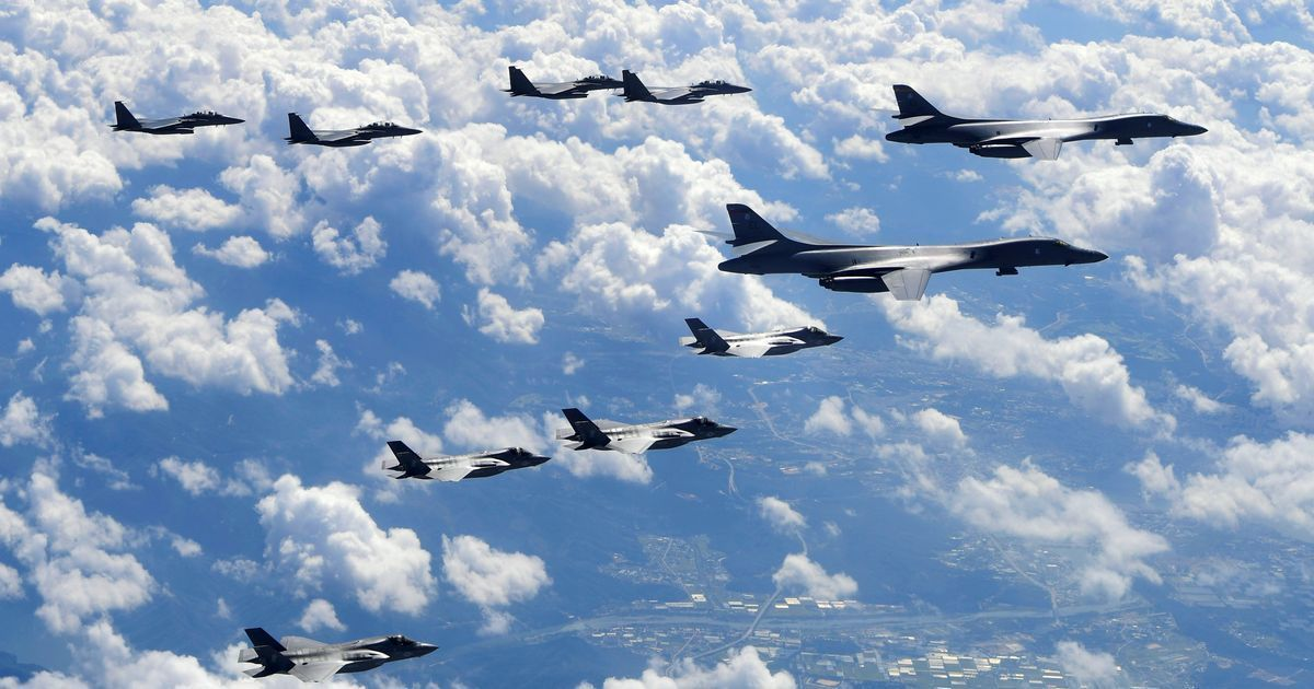 US. simulates an attack near North Korea with fighters and bombers