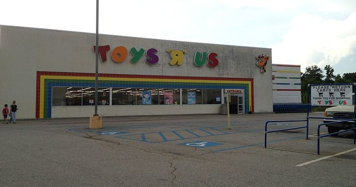 Toys 'R' Us files for bankruptcy in US, Canada as it struggles against online retailers