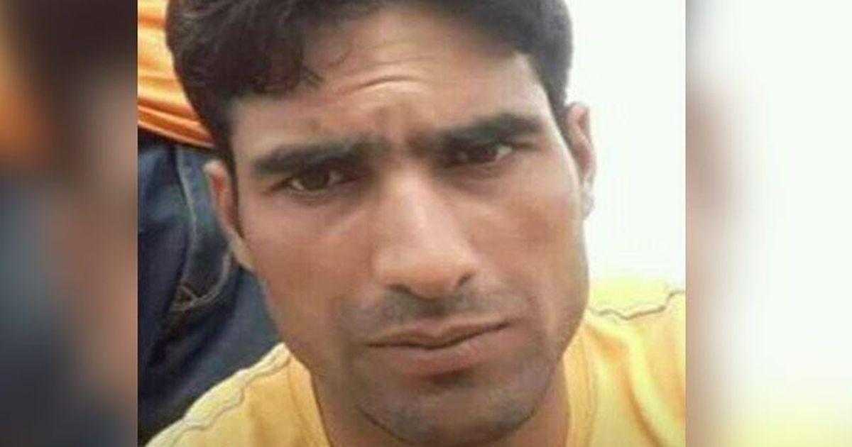 जम्मू-कश्मीर : आतंकियों ने बीएसएफ़ कॉन्स्टेबल कश्मीरी युवक को घर से निकालकर गोली मारी
