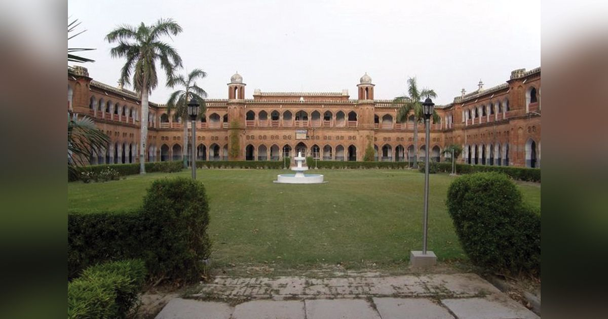 Aligarh Muslim University to extend tenure of sacked doctors involved in Hathras case