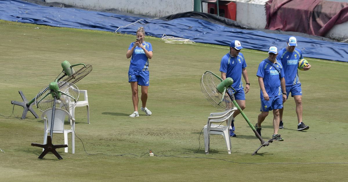 Hyderabad groundsmen use fans to dry off wet outfield ahead of third India-Australia T20I