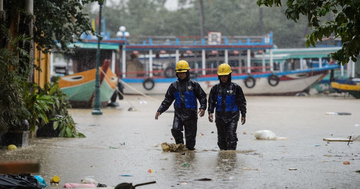 Over 100 people killed in Typhoon Damrey, Vietnam's 12th major storm this year