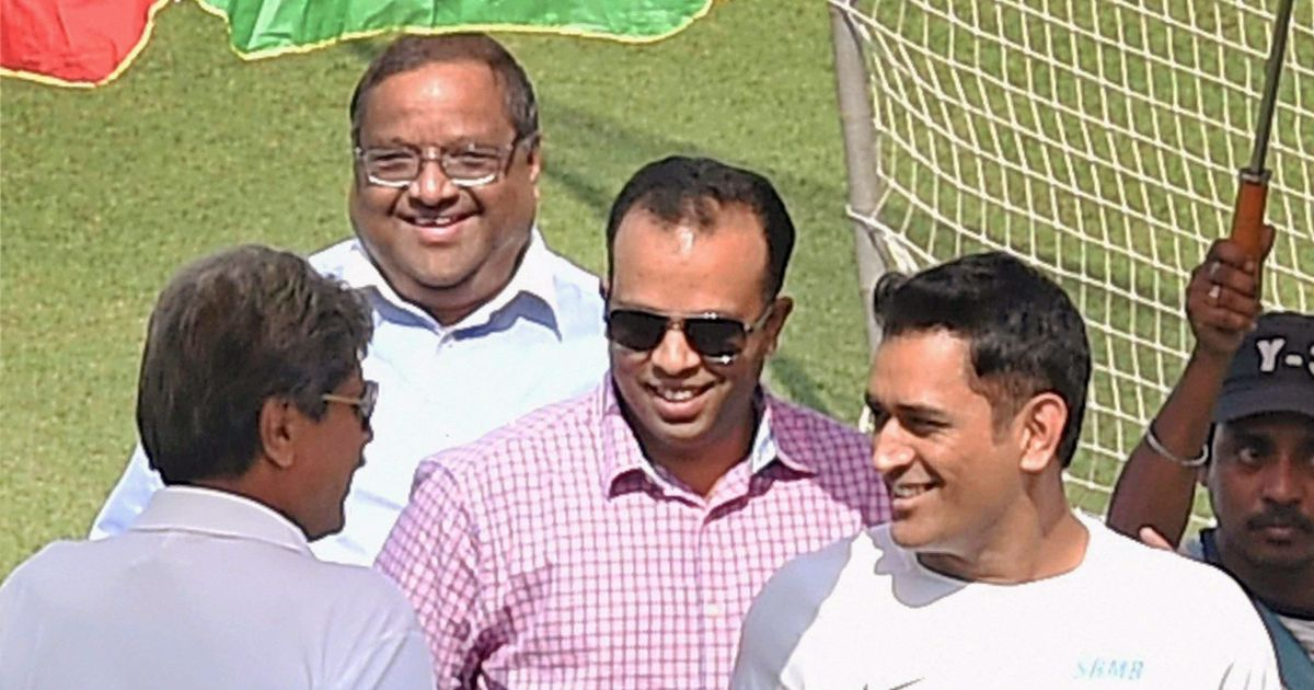 Dhoni takes 'ad break' to check Eden Gardens strip ahead of first India-Sri Lanka Test