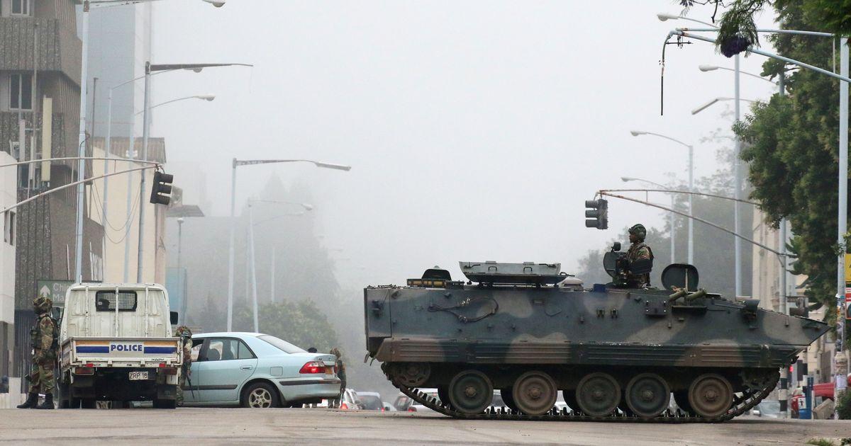जिम्बाब्वे : सेना ने सत्ता पर कब्जा जमाया, कहा – राष्ट्रपति मुगाबे और उनकी पत्नी सुरक्षित