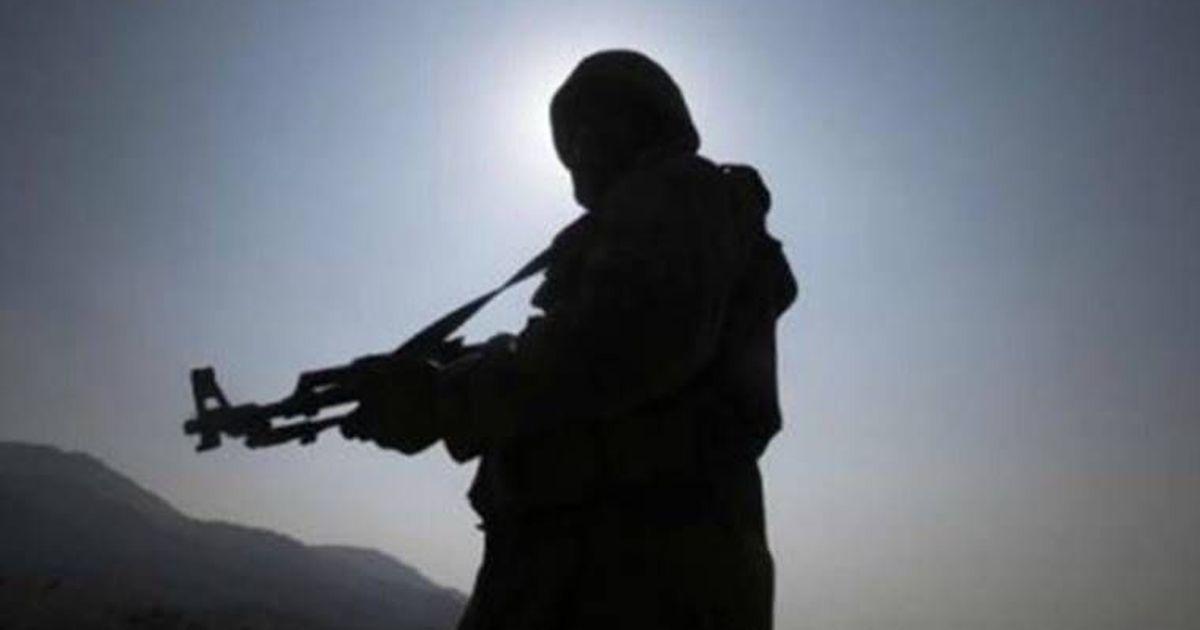 गिरफ्तार संदिग्ध आतंकी के परिवार ने कहा, कश्मीरियों को बंदूक उठाने पर मजबूर किया जा रहा है