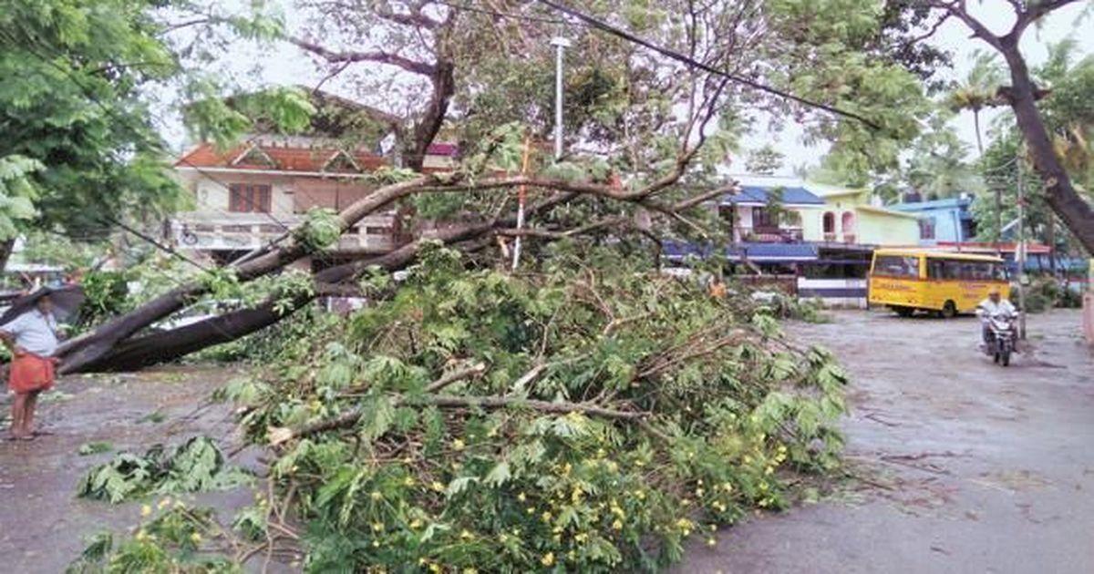 ओक्खी चक्रवात : तमिलनाडु और केरल में नौ लोगों की मौत, कोच्चि में 200 लोग लापता