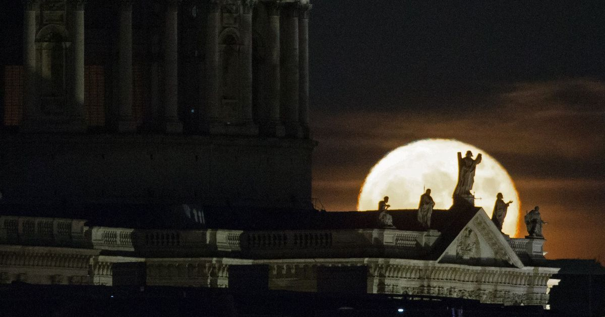 2017 supermoon rises this weekend