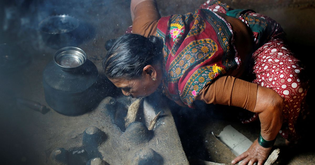 Smog outdoors, toxic cooking fumes indoors: Delhi's slum dwellers have double the breathing trouble