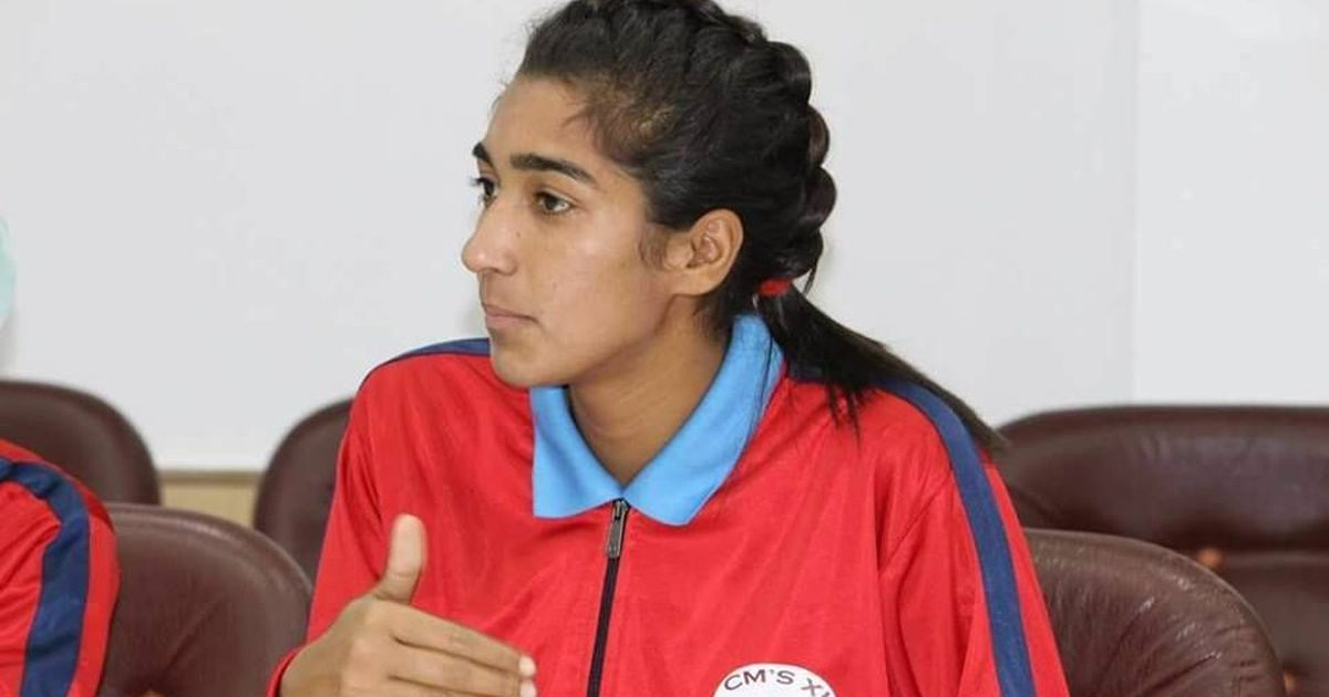 That stone pelting Viral Kashmiri Girl is now a footballer