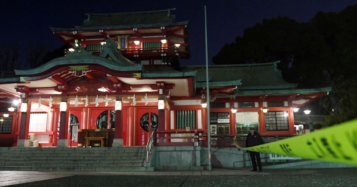 Brother kills head priest of a prominent Tokyo shrine with a sword, commits suicide